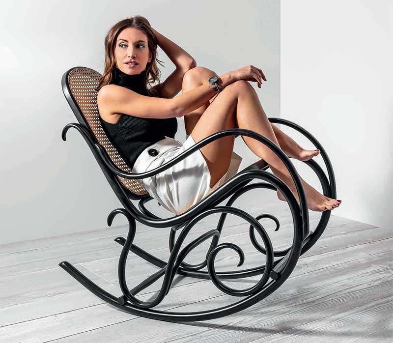 Foto Mecedora caracolas en haya, asiento y respaldo rejilla. Para hostelería