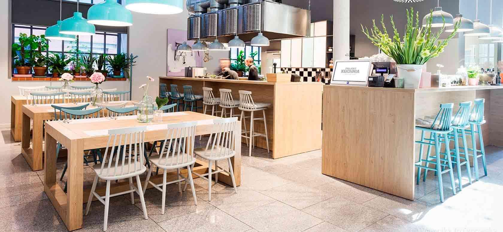 Trabajo realizado con Taburete de restaurante en madera de haya 5910. Para hostelería, ambiente 1